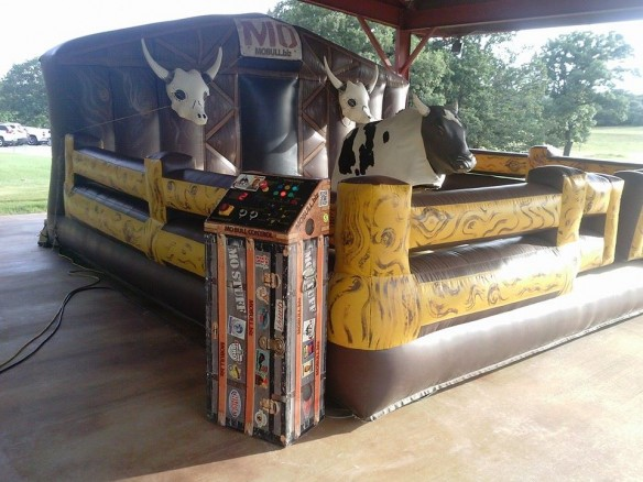 Mechanical Mo Bull rentals for churchs, schools, festival, rodeos, project graduations, birthday parties and fairs.Mechanical bull rentals are fun for all ages.